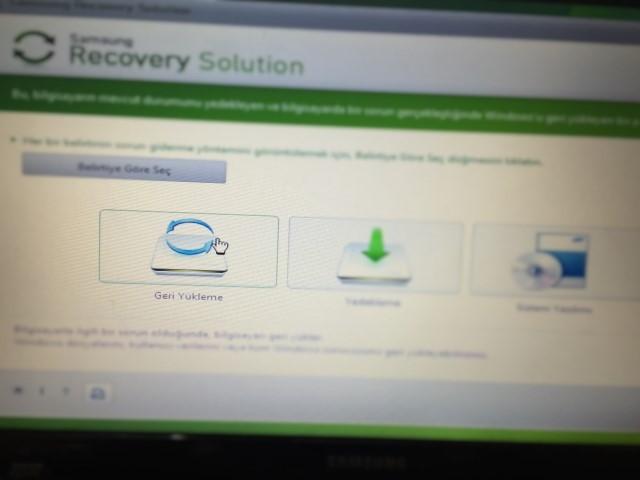 2-Samsung-NP300E5A-recovery-tusu.jpg